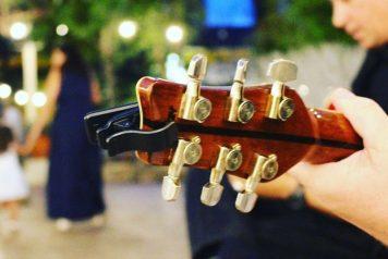 Boda amenizada en directo en Masia Santarrita por el duo de guitarras acusticas Luke and Dave